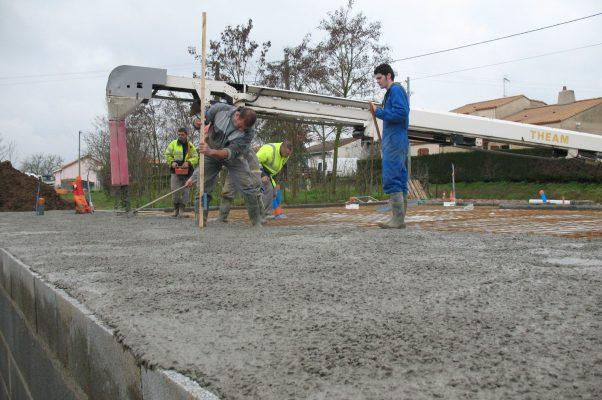 Réglage d'une dalle de béton