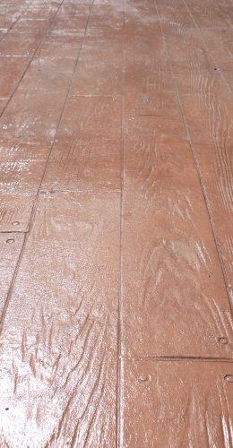 Terrasse en béton imitation bois