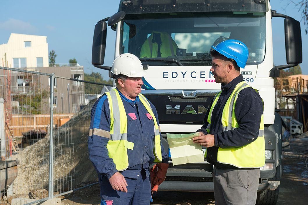 Echange chauffeur client sur chantier