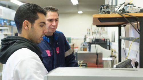 Travaux de R&D EDYCEM avec un technicien et un ingénieur
